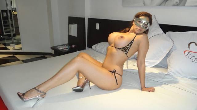 Esposa gostosona mascarada nua no motel 1