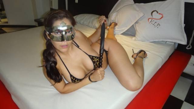 Esposa gostosona mascarada nua no motel 14