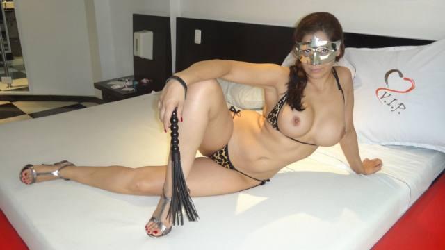 Esposa gostosona mascarada nua no motel 18