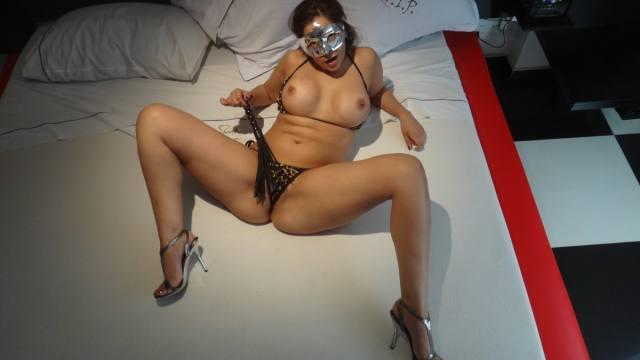 Esposa gostosona mascarada nua no motel 21