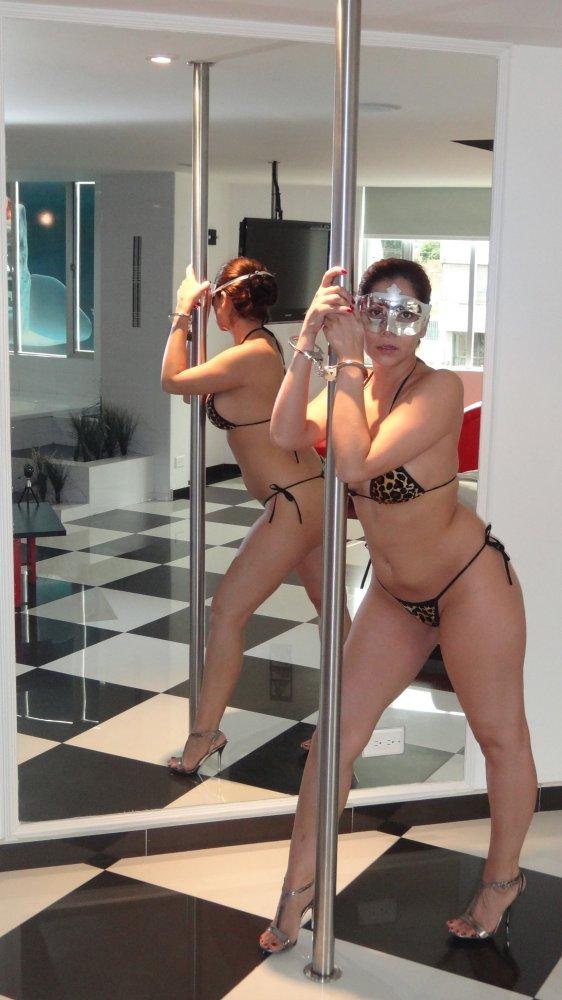 Esposa gostosona mascarada nua no motel 7