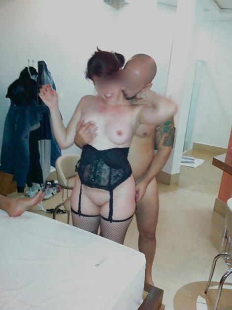 Esposagulosinha sendo puta de 3 machos na frente do marido 18