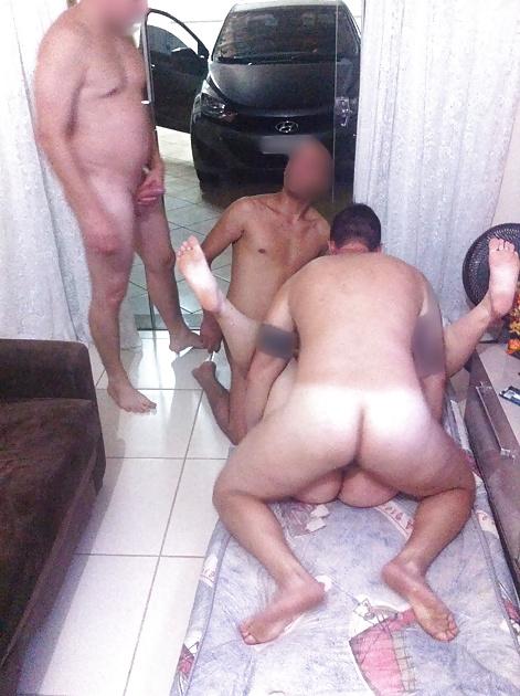 Esposagulosinha sendo puta de 3 machos na frente do marido 5