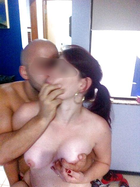 Esposagulosinha sendo puta de 3 machos na frente do marido 63