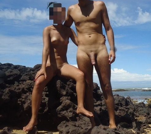 Magrinha e gostosa pelada na praia nas ferias 13