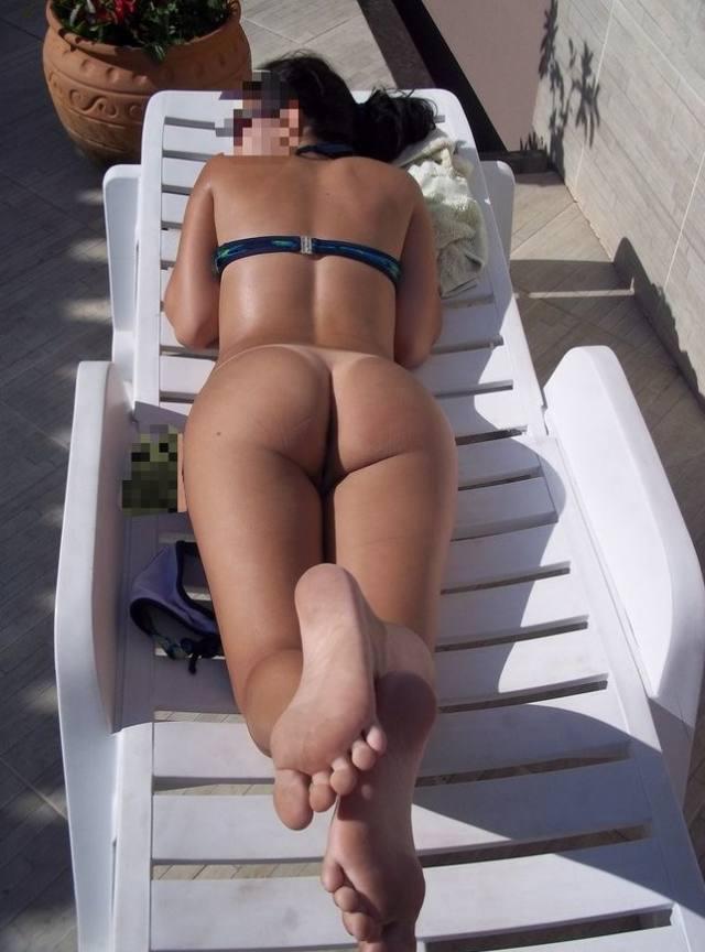 Magrinha e gostosa pelada na praia nas ferias 8