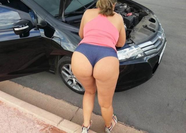 Morena rabuda gostosa mexendo no carro 1