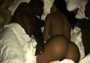 Celebridades aparecem nuas em clipe do rapper Kanye West  Veja video - http://www.naoconto.com
