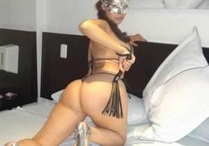 Esposa gostosona mascarada nua no motel