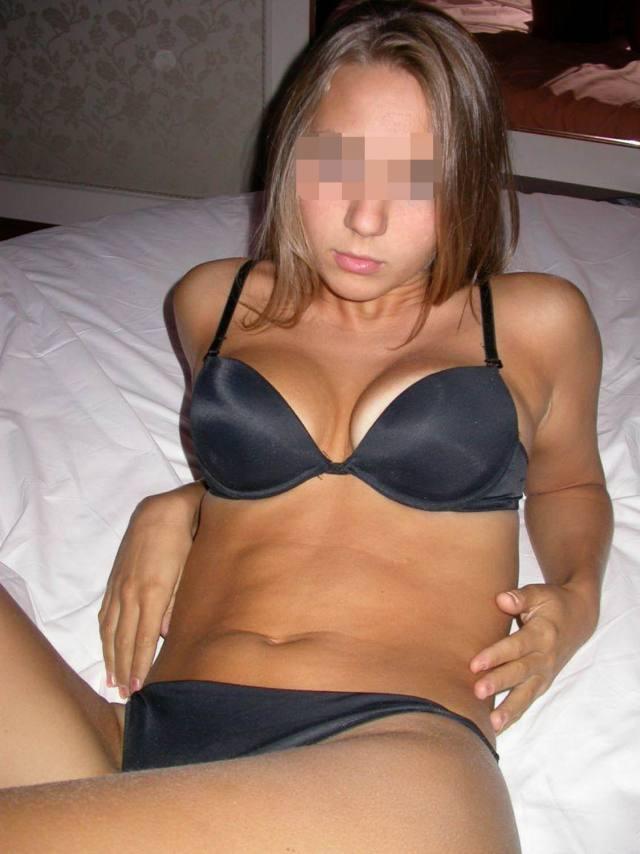 Novinha linda e gostosa tirando muitas fotos pelada buceta no motel 47