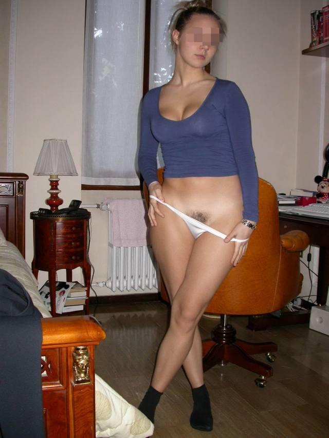 Novinha linda e gostosa tirando muitas fotos pelada buceta no motel 62