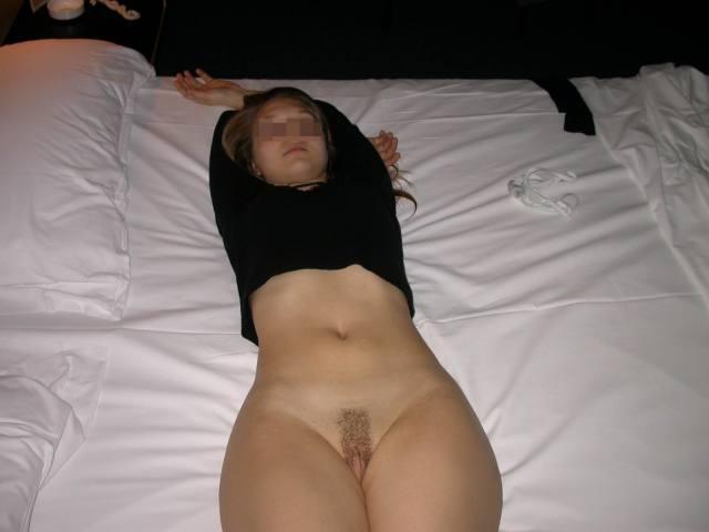 Novinha linda e gostosa tirando muitas fotos pelada buceta no motel 7