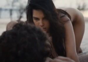Mariana Rios Nua em Cena de Sexo no Filme Órfãos do Eldorado - http://www.naoconto.com