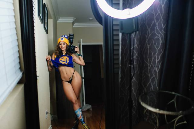 Com vocês fotos da gostosa Tianna Gregory nude 8