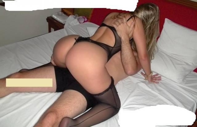 Corno liberando a esposa muito gostosa pra suruba 11