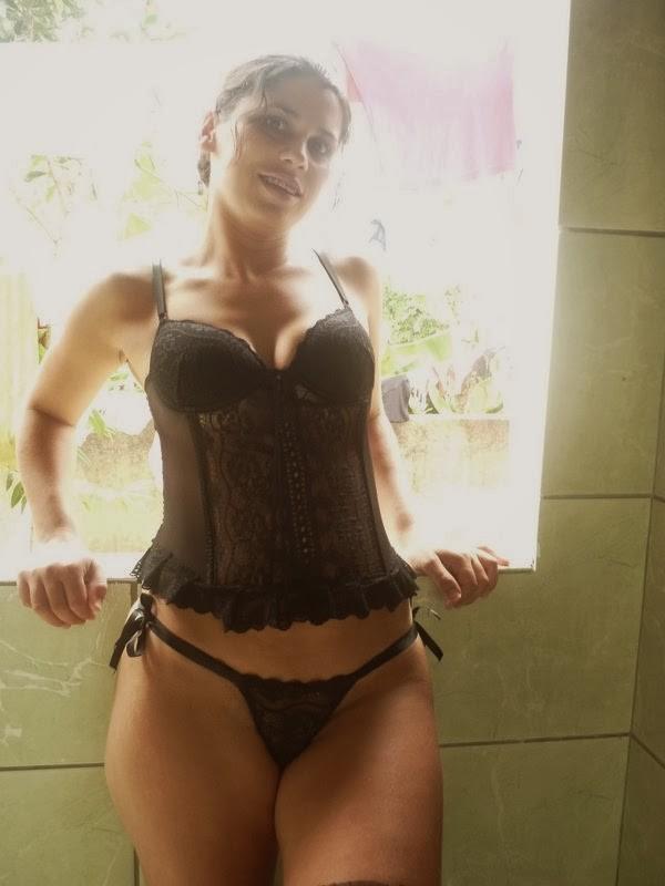 Feia mais muito gostosona de lingerie preta caiu na net 3