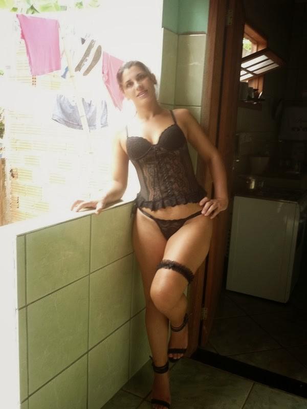 Feia mais muito gostosona de lingerie preta caiu na net 4