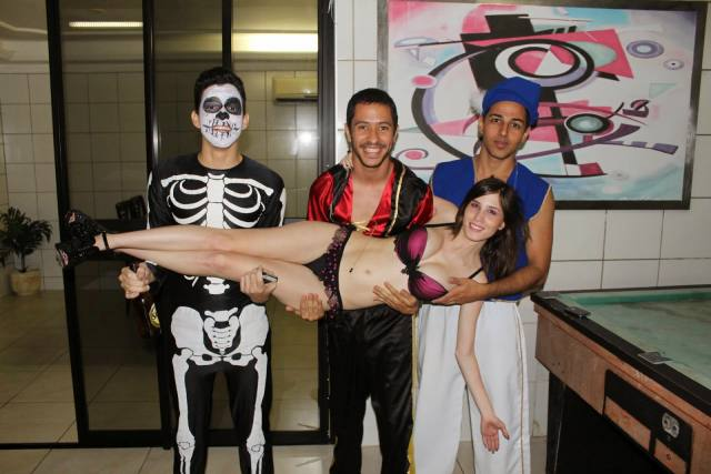 Fotos amadoras Camila Uckers semi nua em festinha 15