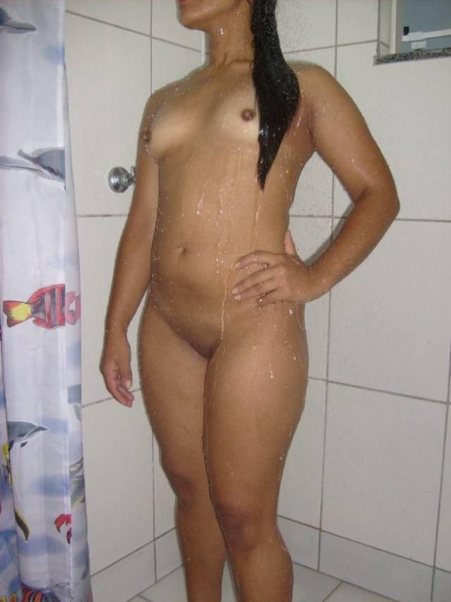 Menage feminino com casal safado no motel 20