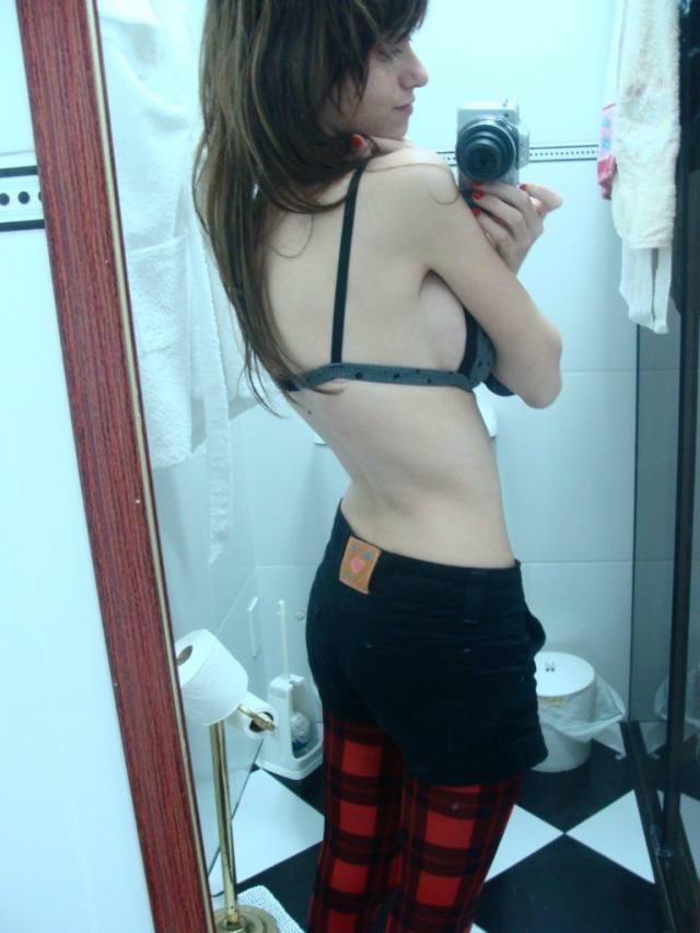 Nudes da ruivinha magrinha linda e safada 10