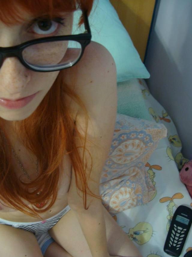 Nudes da ruivinha magrinha linda e safada 41
