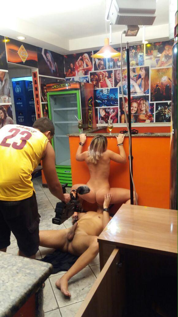 Pamela pantera gravando filme porno no bar RJ brad montana 2