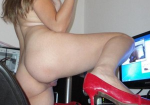 Tirando fotos da namorada ninfeta pelada