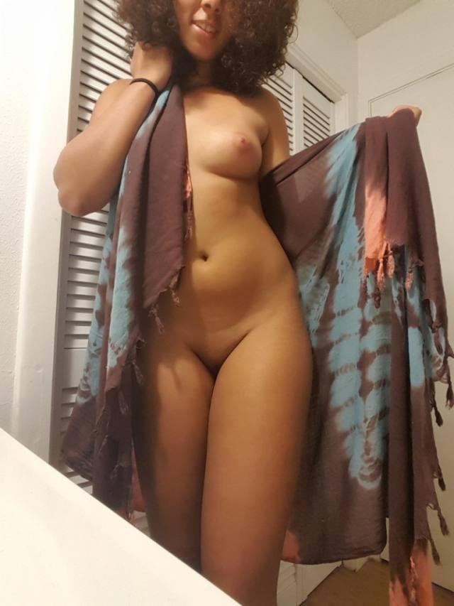 Morena linda com o corpo perfeito 11