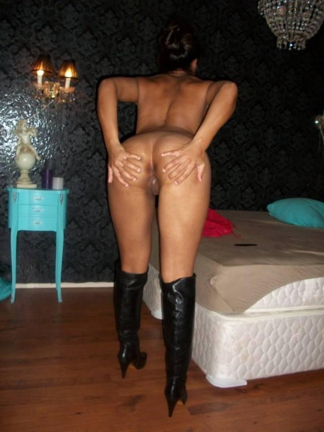 Mulata novinha abre as pernas e mostra a buceta 36
