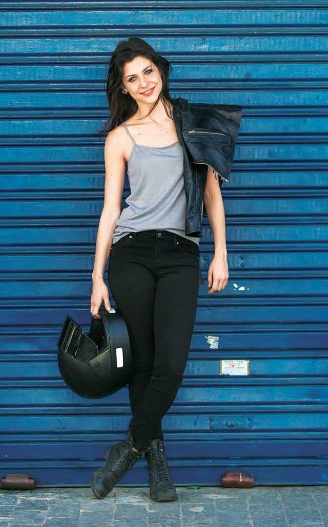 Atriz Christiana Ubach A garota da moto pelada na revista vip 12