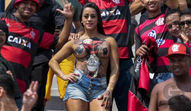 SP - BRASILEIRÌO/FLAMENGO x FIGUEIRENSE - ESPORTES - Torcida do Flamengo, antes da partida contra o Figueirense, v‡lida pela 26» rodada do Campeonato Brasileiro 2016, realizada no est‡dio do Pacaembu, em S‹o Paulo, s‡bado (18). 18/09/16 - Foto: MIGUEL SCHINCARIOL
