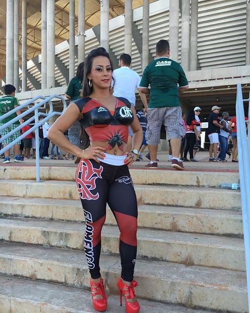fotos-da-torcedora-do-flamengo-que-foi-pelada-para-o-estadio-11
