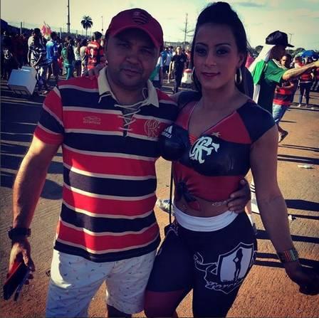 fotos-da-torcedora-do-flamengo-que-foi-pelada-para-o-estadio-14