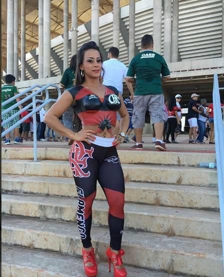 fotos-da-torcedora-do-flamengo-que-foi-pelada-para-o-estadio-15