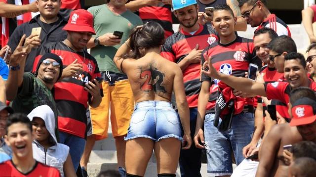 fotos-da-torcedora-do-flamengo-que-foi-pelada-para-o-estadio-2