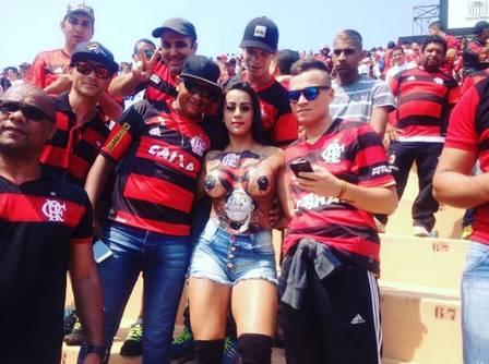 fotos-da-torcedora-do-flamengo-que-foi-pelada-para-o-estadio-6