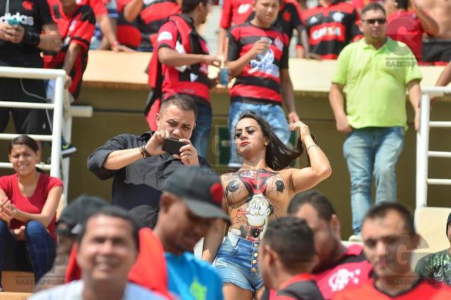 Torcedores do Flamengo durante partida entre Flamengo x Figueirense. Valido pelo Campeonato Brasileiro 2016, realizado no Estadio Paulo Machado de Carvalho (Pacaembu), zona oeste da cidade de Sao Paulo. Foto: Antonio Cicero/FramePhoto