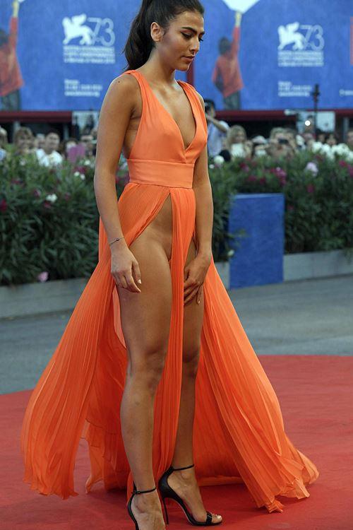 Modelos com roupas ousadas causaram no Festival de Veneza 2016 11