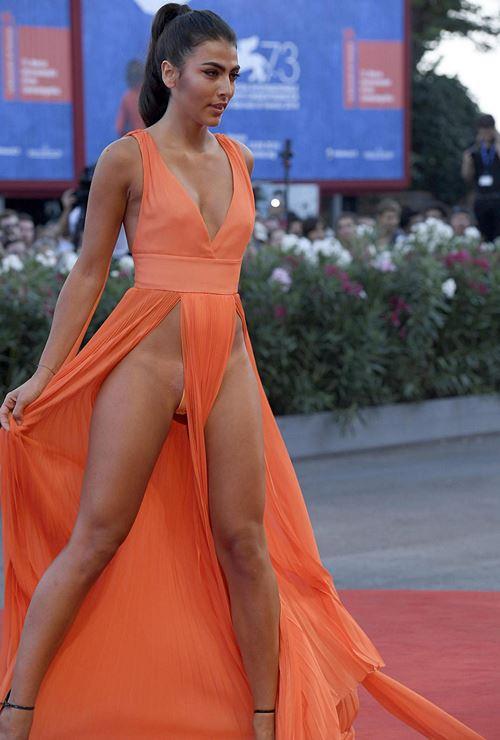 Modelos com roupas ousadas causaram no Festival de Veneza 2016 12