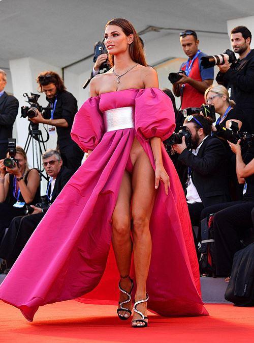Modelos com roupas ousadas causaram no Festival de Veneza 2016 16