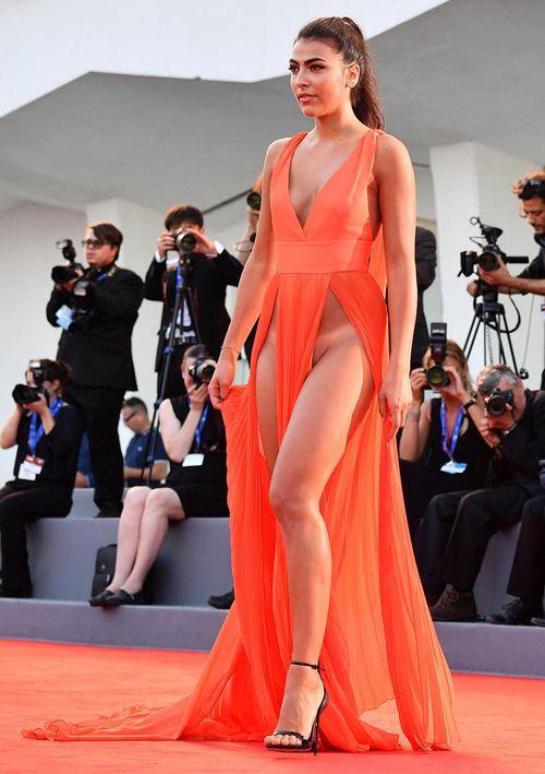 Modelos com roupas ousadas causaram no Festival de Veneza 2016 7
