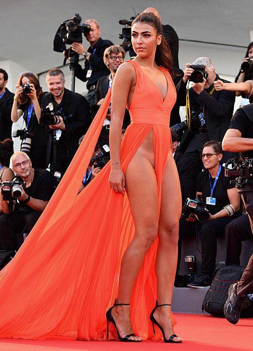 Modelos com roupas ousadas causaram no Festival de Veneza 2016 9