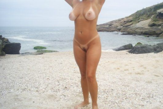 coroa-peituda-ficou-peladona-na-praia-14