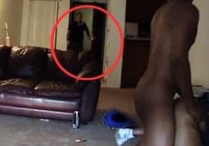 Marido chegou em casa mais cedo e flagrou a mulher traindo!