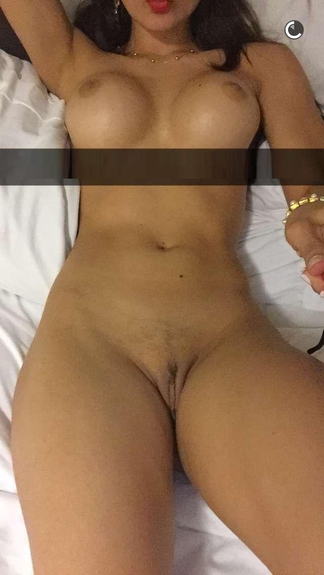 Esposa de calcinha na cama
