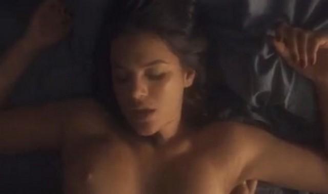 video-cena-de-bruna-marquezine-nua-pelada-em-serie-vaza-nas-redes-sociais-3