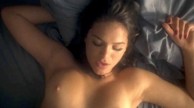 video-cena-de-bruna-marquezine-nua-pelada-em-serie-vaza-nas-redes-sociais-4