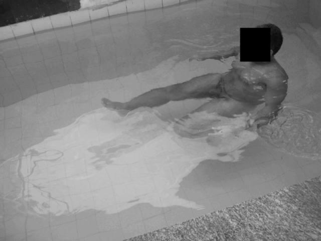 Levou a morenaça gostosona no motel com piscina