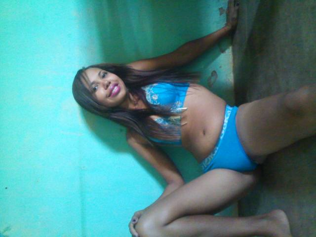 Safadinha de Bodocó-PE pede pra amiga tirar fotos dela peladinha