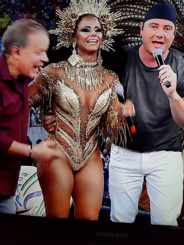 Viviane Araújo deixa escapar buceta vazou no Carnaval